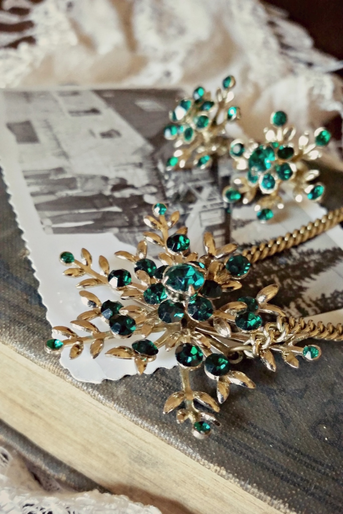 11-20-14 Throwback Thursday: Great-Grandma's Vintage Holiday Jewelry | Strawberry Moon Blog4